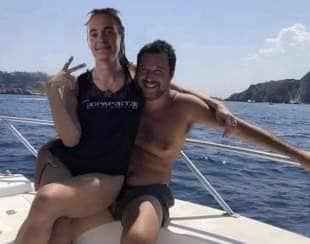 MEME - CAROLA RACKETE COME LA ISOARDI IN BRACCIO A SALVINI