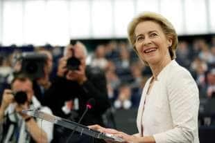 URSULA VON DER LEYEN ELETTA PRESIDENTE DELLA COMMISSIONE EUROPEA 1
