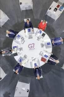 IL TAVOLO DEI POTENTI DEL G7 DI BIARRITZ DALL'ALTO