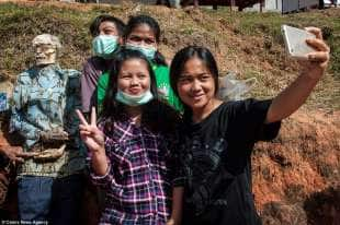 selfie con i morti in indonesia