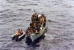 17 i marinai italiani entrano in contatto con i boat people vietnamiti