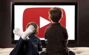 bambini guardano youtube