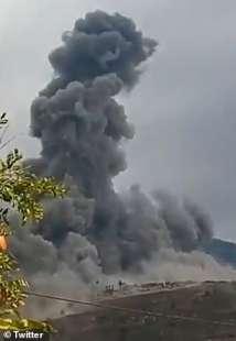 nuova esplosione di un deposito di hezbollah in libano 1