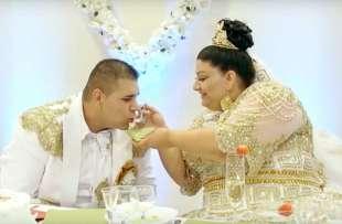 Matrimonio Gipsy Stilista : Nozze gipsy lei ha un vestito in oro da 200.000 euro il