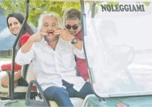 BEPPE GRILLO SULLA GOLF CAR