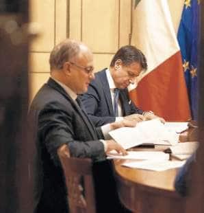 Roberto Gualtieri e Giuseppe Conte al lavoro sul Def
