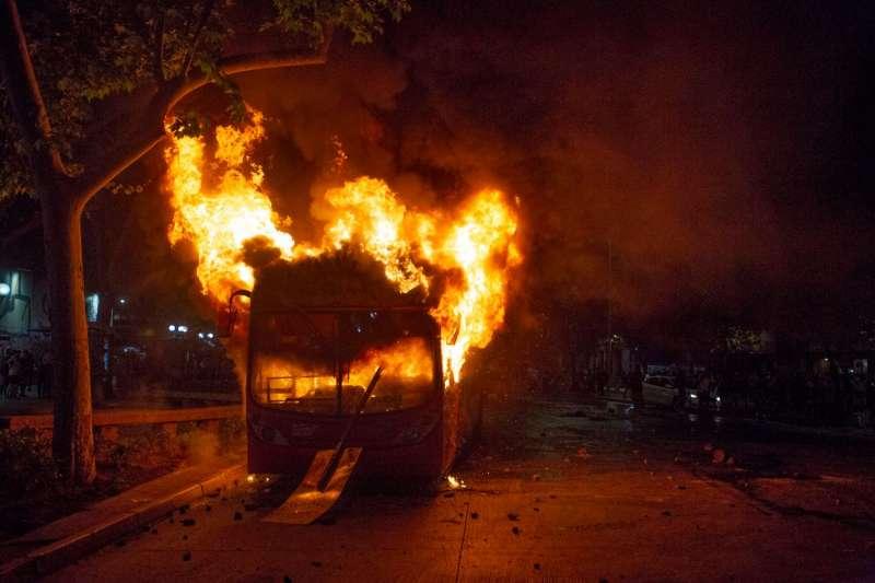 scontri e proteste in cile 10