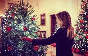 Decorazioni Natalizie Ballerine.Natale Rosso Sangue Alla Casa Bianca Melania Trump Presenta Le