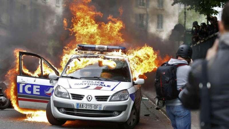 agguati alla polizia in francia 1