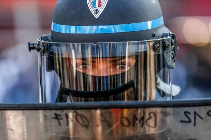 agguati alla polizia in francia 5