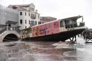 il vaporetto a venezia