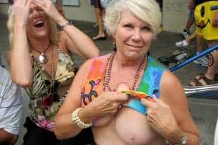 le donne anziane che hanno rapporti sessuali con ragazzi giovani