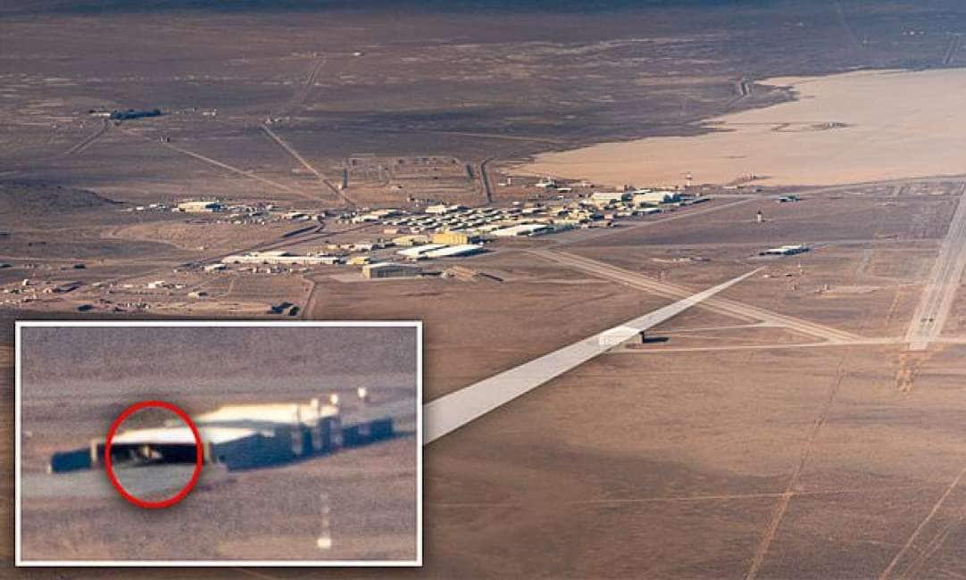 SALUTAME E.T – UN MISTERIOSO OGGETTO È STATO FOTOGRAFATO DENTRO UN HANGAR DELL'AREA 51, IN NEVADA:...