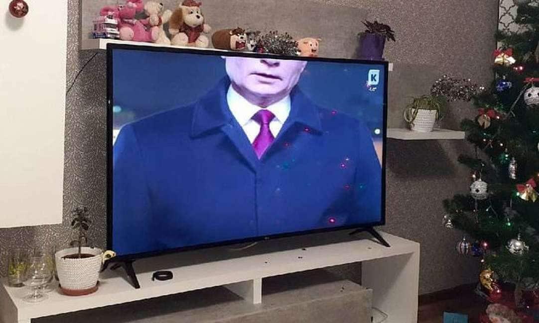 """ERRORI DA PERDERE LA TESTA - GUAI IN VISTA PER """"KASKAD TV"""", L'EMITTENTE RUSSA CHE HA MANDATO IN ONDA PUTIN """"SENZA TESTA""""..."""