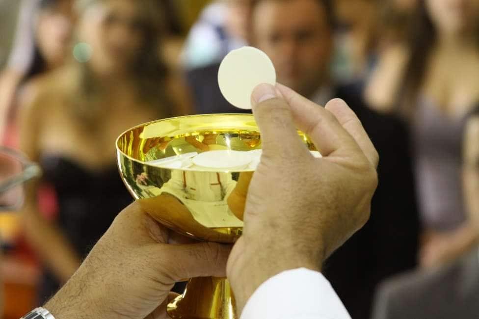 """IMBUSTIAMO """"IL CORPO DI CRISTO"""" - IL PIANO PER CONSENTIRE AI CATTOLICI ITALIANI DI TORNARE A FARE LA COMUNIONE..."""
