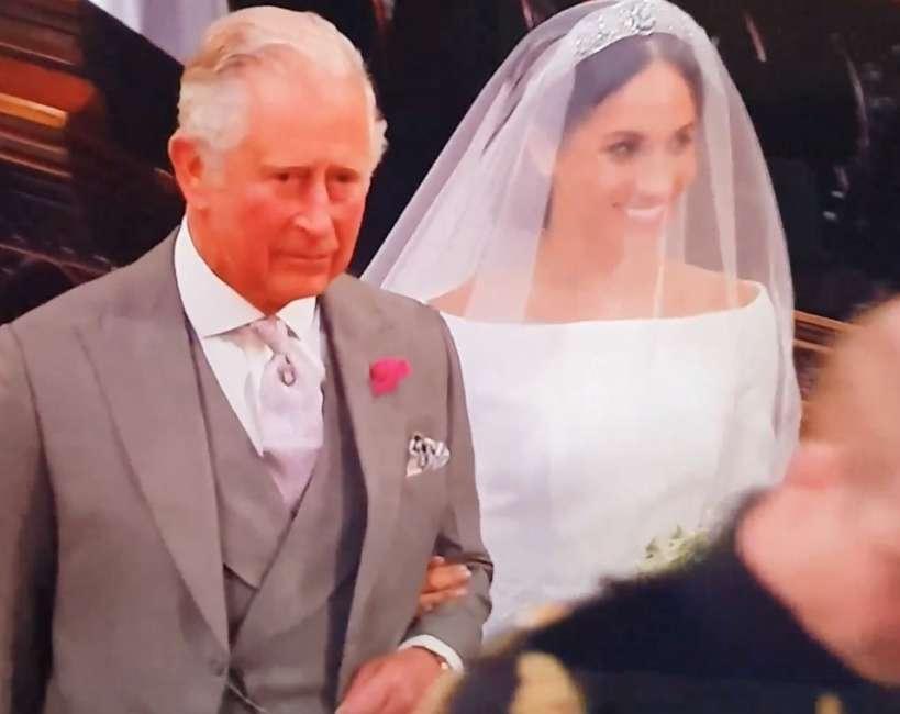 Matrimonio Harry In Chiesa : Video flash! lingresso da sola di meghan in chiesa con vestito
