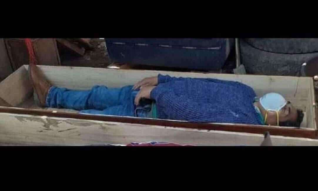 MEJO MORTO CHE AL GABBIO – IL SINDACO DI UNA CITTÀ PERUVIANA HA FINTO DI ESSERE MORTO DOPO ESSERE STATO BECCATO DALLA POLIZIA A SBEVAZZARE CON GLI AMICI,...