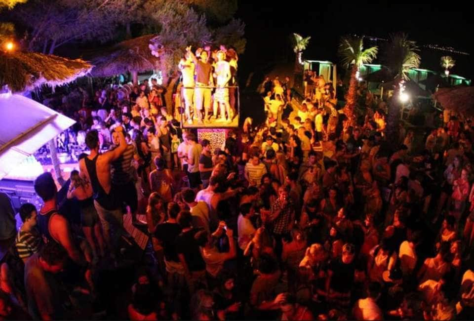 CHIUDONO LE DISCOTECHE? ECCO I BEACH PARTY E LE FESTE PRIVATE - AGGIRARE I DIVIETI E' FACILE:...