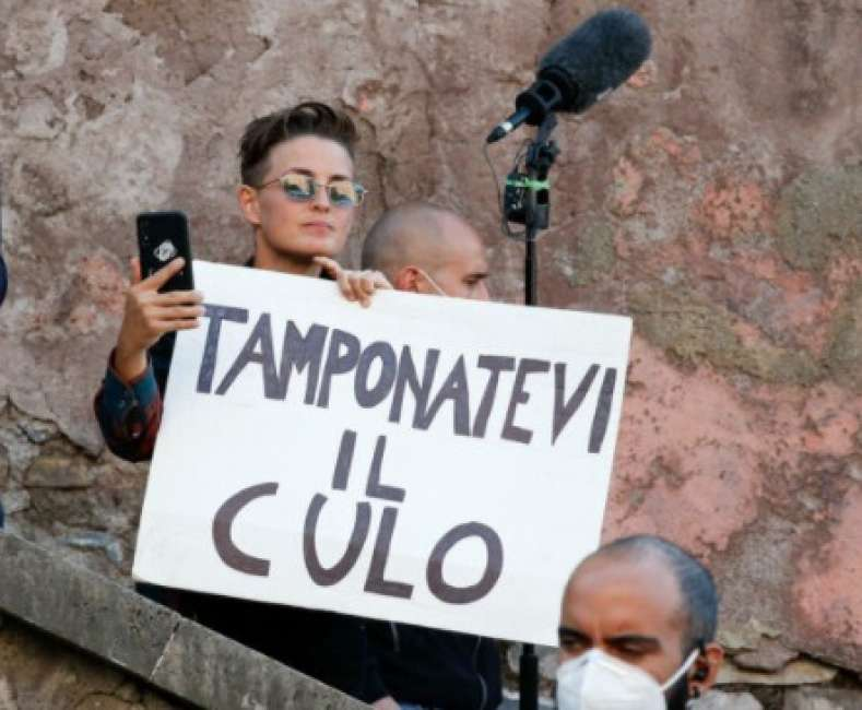 www.dagospia.com