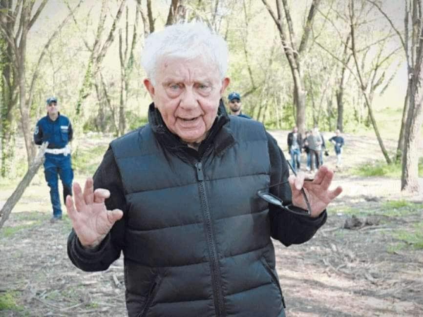 """""""SE DIVENTASSI PAPA CHIUDEREI IL VATICANO"""" - DON MAZZI FA IL MAZZO A TUTTI:..."""